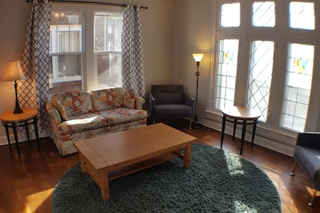 Beautifully Updated Garfield Park Apt, With View - Indianapolis - Leilighet