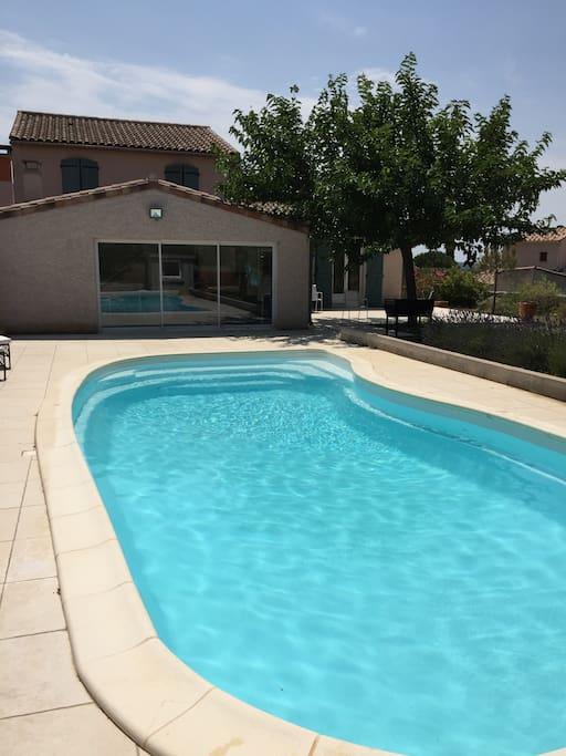 la piscine et la maison sans vis à vis