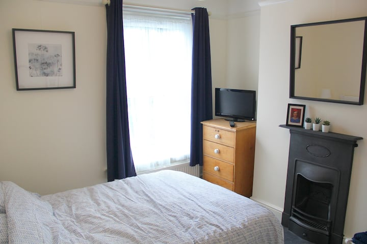 Comfortable double room in the Edwardian house