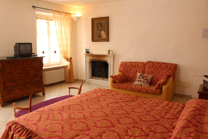 "Camera ""La Vigna"" - Monastero Bormida - Bed & Breakfast"