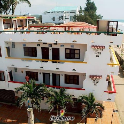Hotel las palmeras 2, frente al mar, con terraza