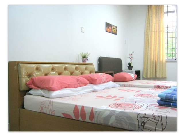Family Room in a Bungalow 溫馨家庭房  - Kota Kinabalu - Bed & Breakfast