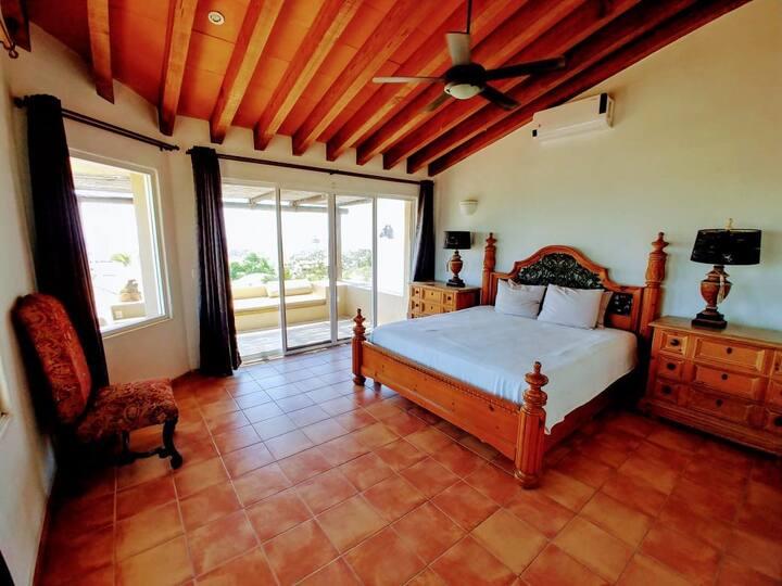 *Spacious Hacienda style home /w pool