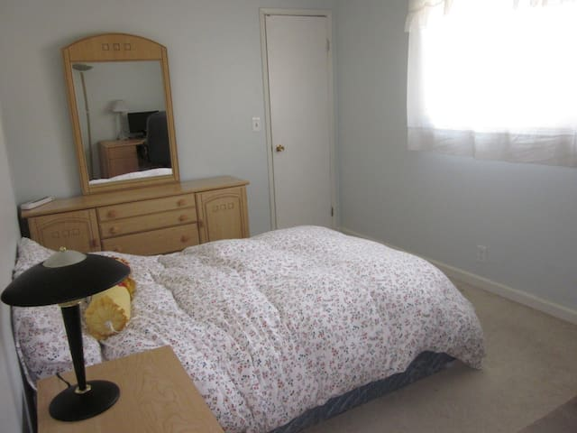 Private room w/full bed