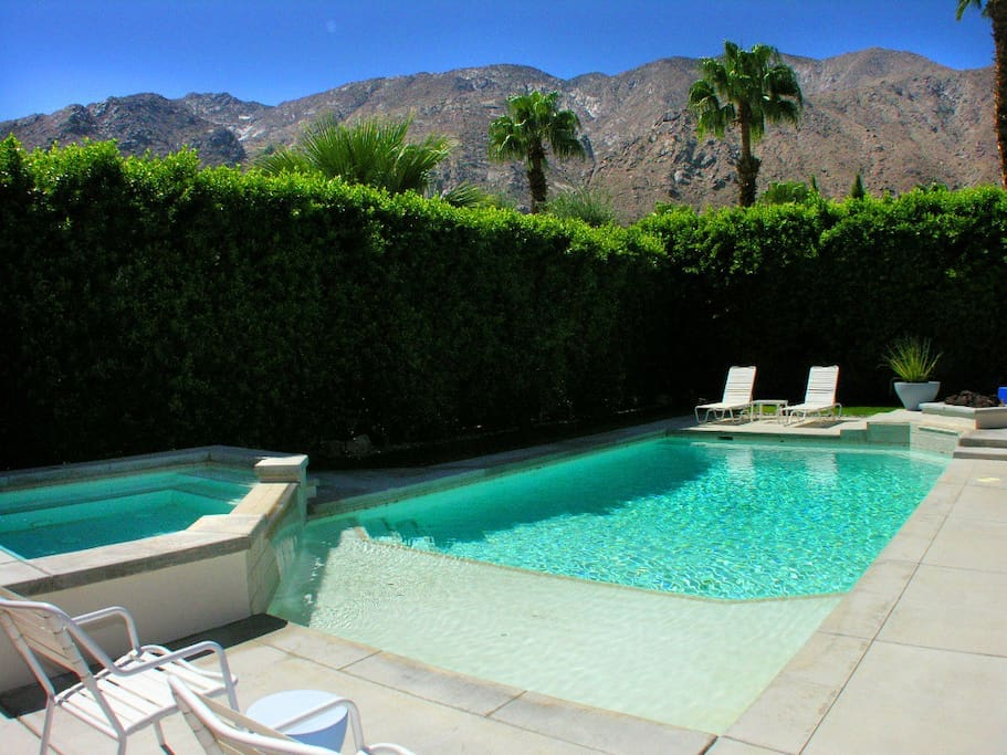 Midcentury Vacation Rental Home on Famous Rose Ave in Las Palmas Palm Springs1