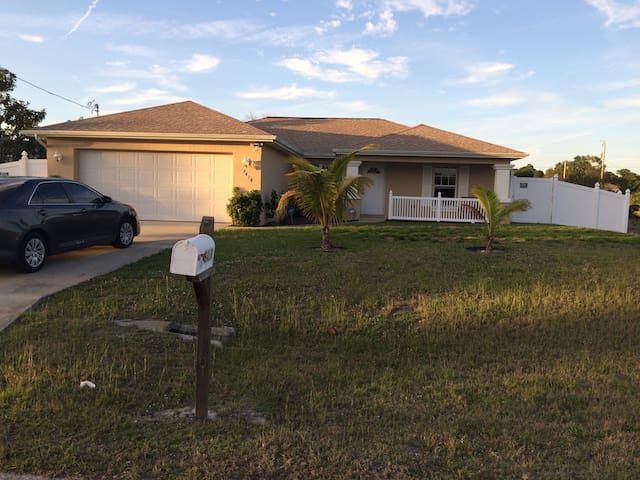 BEAUTIFUL HOME IN SUNNY SW FLORIDA - Lehigh Acres