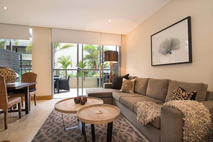 Luxury Romance | 5 to Beach - Casuarina - Apartament