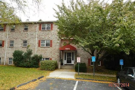 2 Bedroom + Living room, Private Condo - Reisterstown - Apartamento