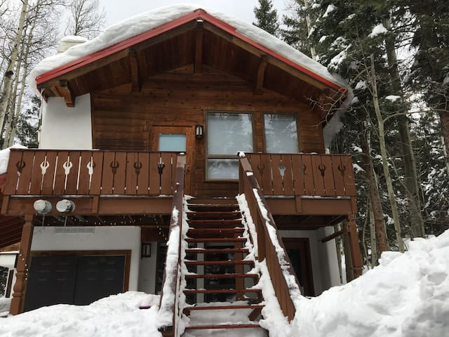 Slopeside Loft -walk to lift!! - Taos Ski Valley