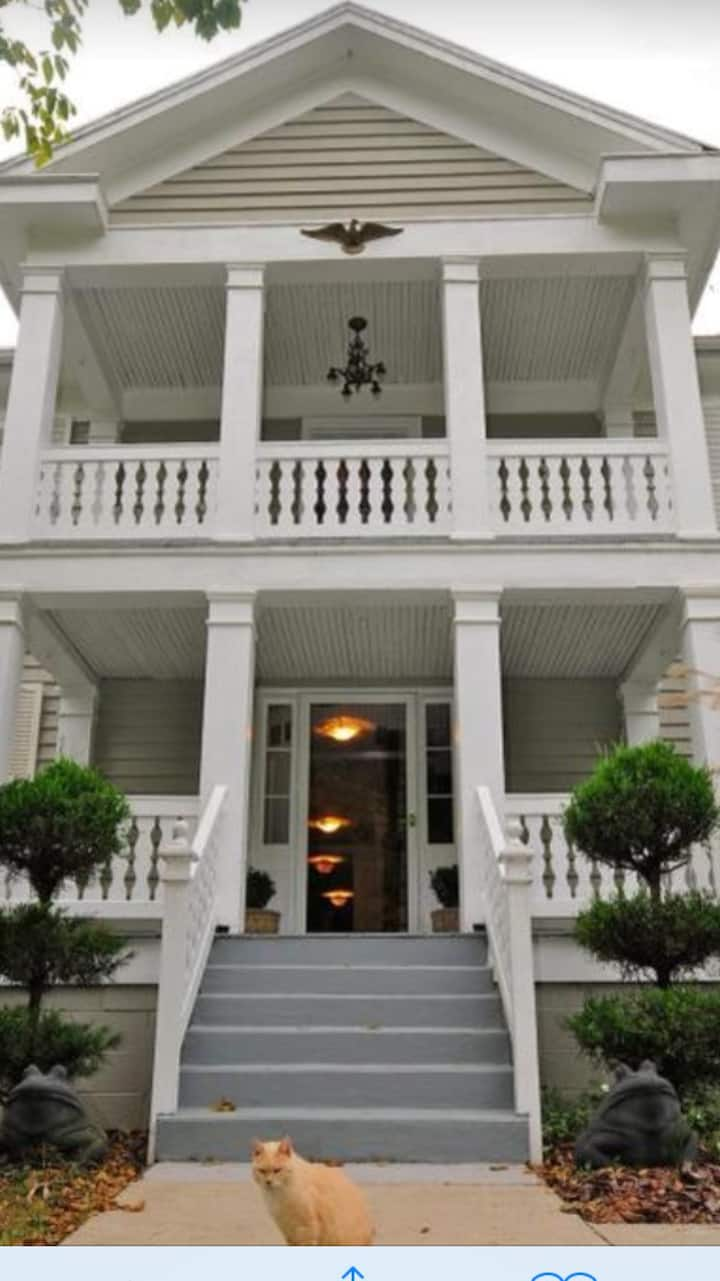 Frog Hollow B n B Tolley Suite Special $148/nt