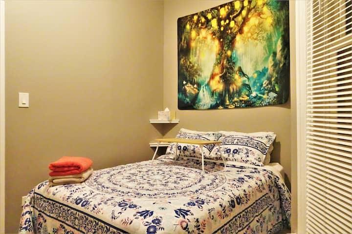 4C3aL Cozy Night's Stay - Small Room in Chicago