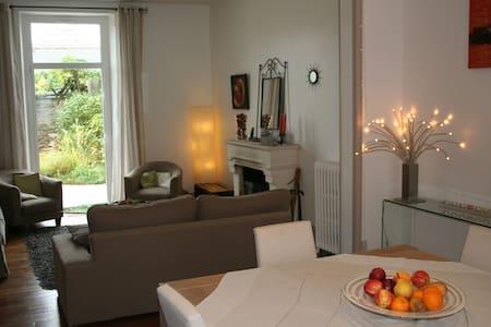 Chambre au calme,  proche UCO-ESA, petit déjeuner