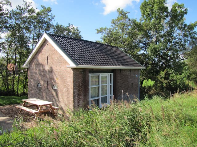 Old Toll House near Dokkum and Wadden Sea - Driezum - Casa