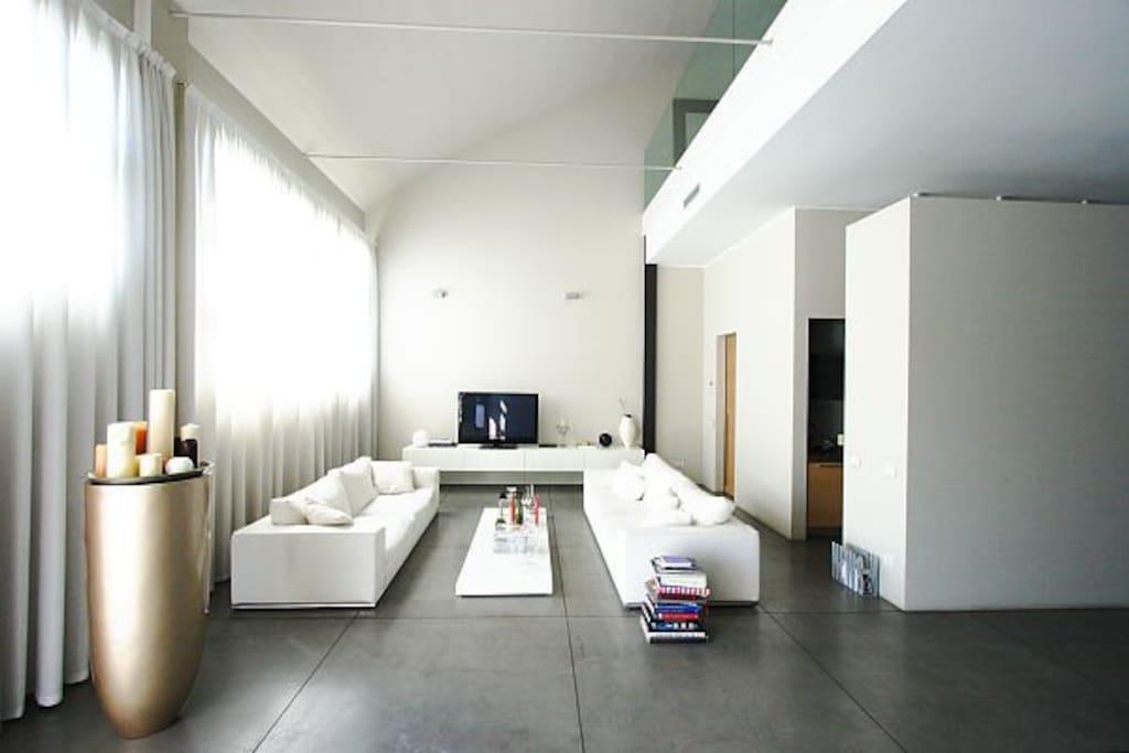 Elegante luminoso loft navigli loft in affitto a for Loft a milano in affitto