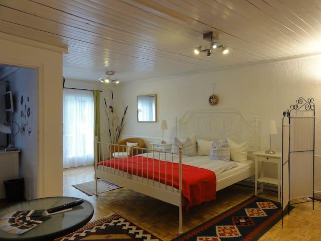 """Haus Feuchtl Apartment""""Mille Fiori"""" - Purkersdorf - Willa"""