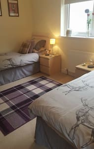 B&B close to city centre - twin room ensuite - Inverness