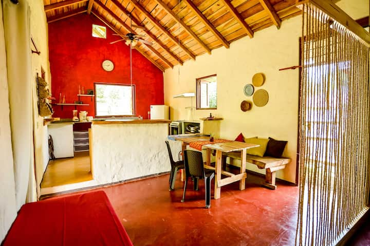 """Casa """"La Moncheria"""" con jardín y cocina  X 2/3"""