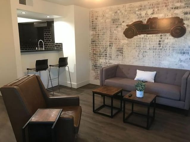 Short term/extended stay ground floor 1BR condo