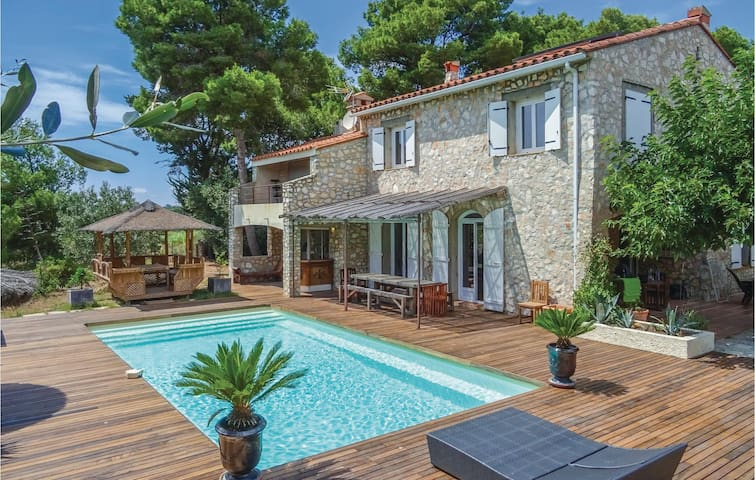 Holiday cottage with 6 bedrooms on 220m² in Canet en Roussillon