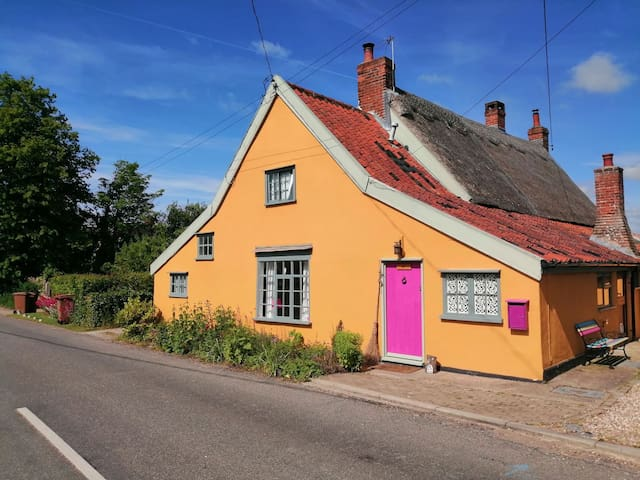 Grade 2 listed beautifully decorated cottage.