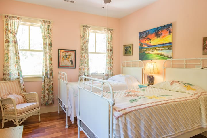 Ruby Ranch - Twin Bedroom