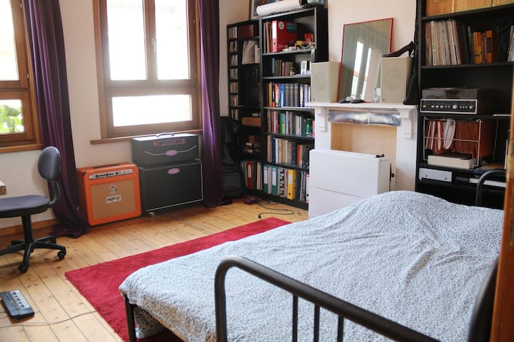 Private double guest room in charming row house.
