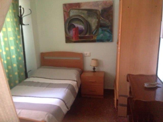 Chambre individuelle dans un grand appartement