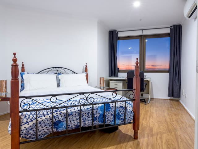 Main Bedroom, Queen Size Bed Reverse Cycle Aircon, Study Desk & Built-in wardrobe