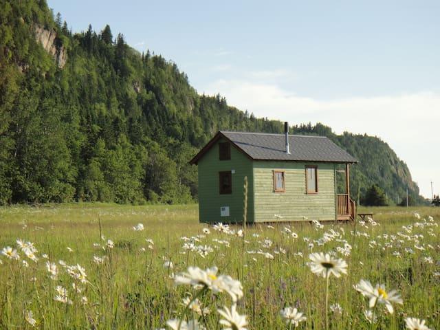 """Chalet écologique sur roues """"tiny house""""(1-4 pers)"""