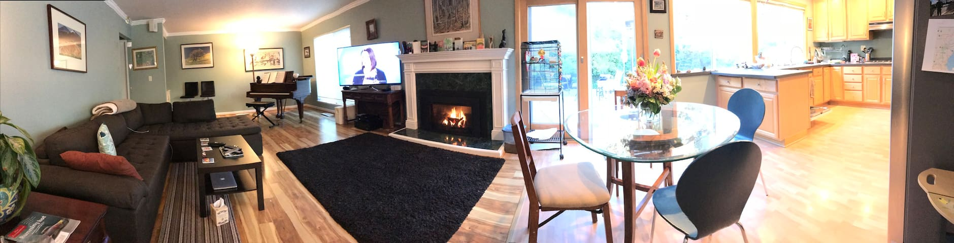 3 BR retreat 3+ miles from theater, shopping, BART