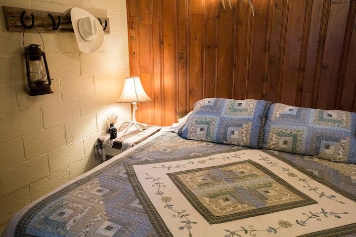 Buckhorn Room - Wilson Ranches Retreat