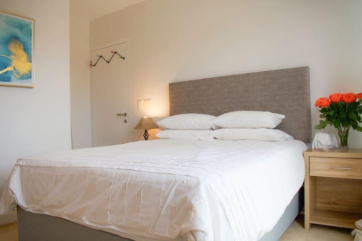 Queen size bed in 2nd Bedroom
