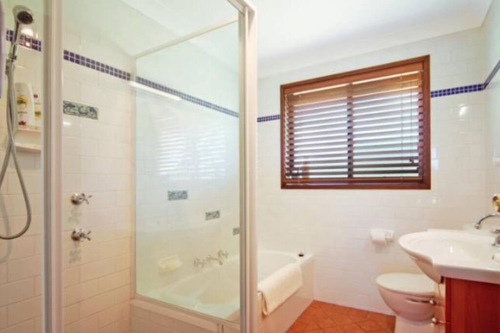 Master Bathroom /awtAa