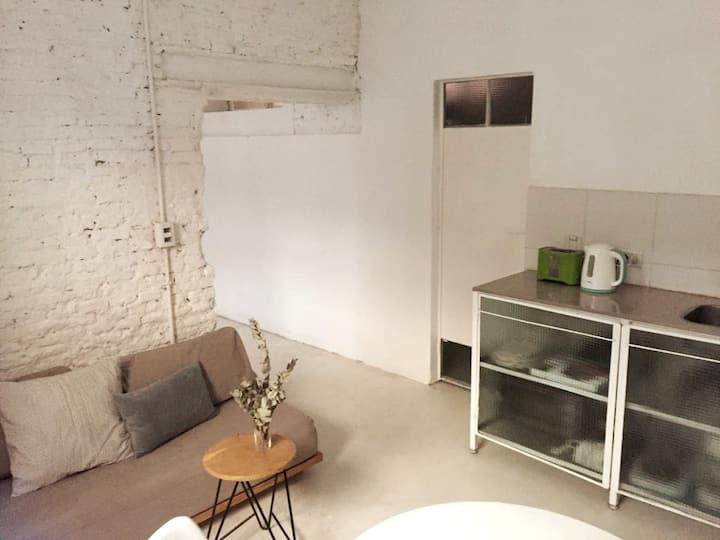 SAN TELMO STUDIO 3pax fully equip. patio tv  a/c.