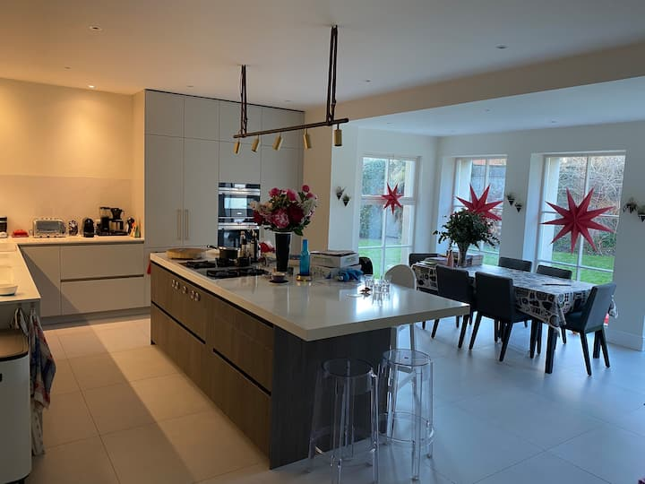 3,500sqft Luxury Family Home close to city centre