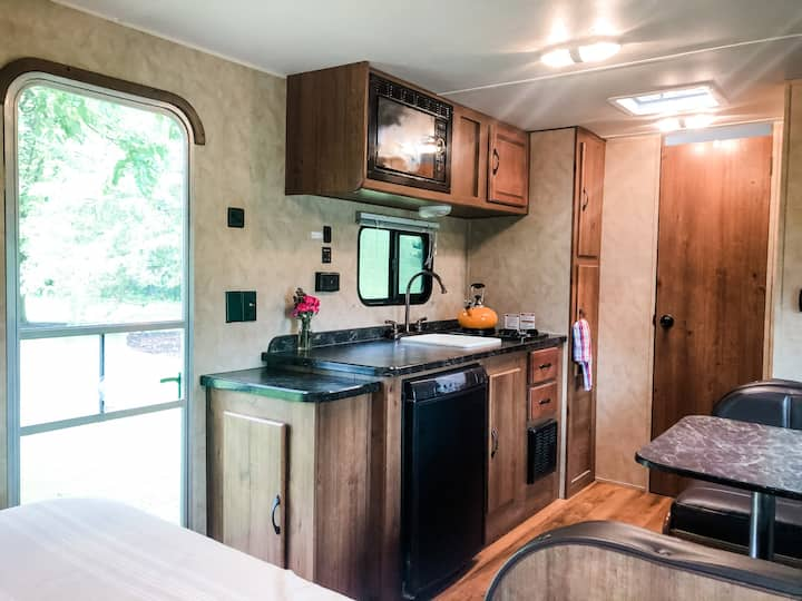 Camper-- sleeps 5-- on Private Horse Farm in SE WI