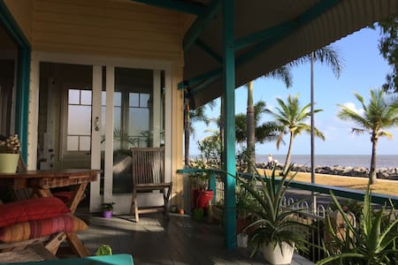 Beachfront Cottage  - Feb Discount - Machans Beach - Haus