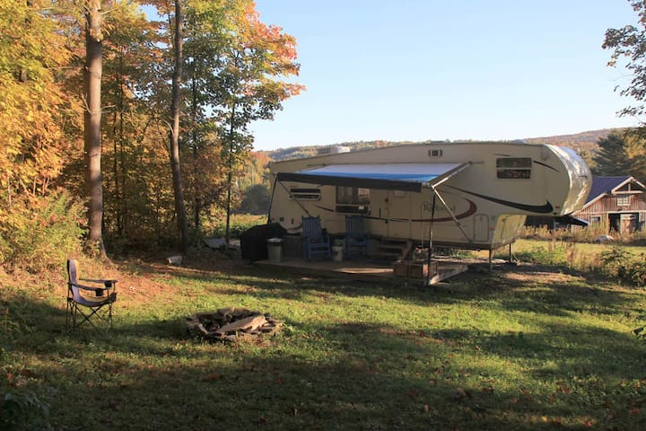 Secluded RV Retreat on small hobby farm - Brookfield