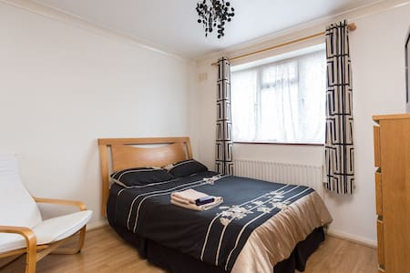 Northolt/Hayes/Heathrow HomeAway - Northolt - Casa