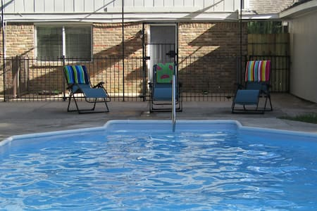 8 ft. Pool with Hot Tub