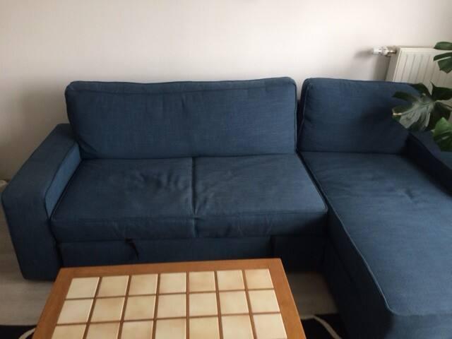 Choisissez la position assis ou allongé sur la méridienne pour vos soirées cinéma. Se déplie pour former un véritable lit pour 2 personnes.