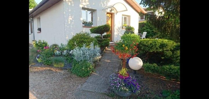 Joli appartement rez de jardin proche aéroport.