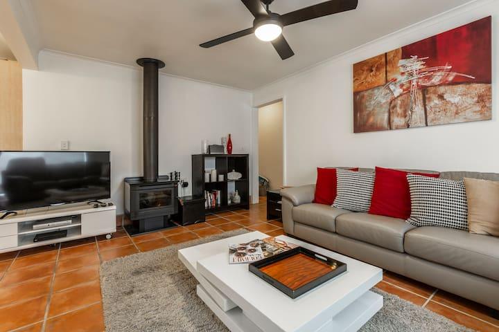 A cozy home close to Sydney Rd!!!