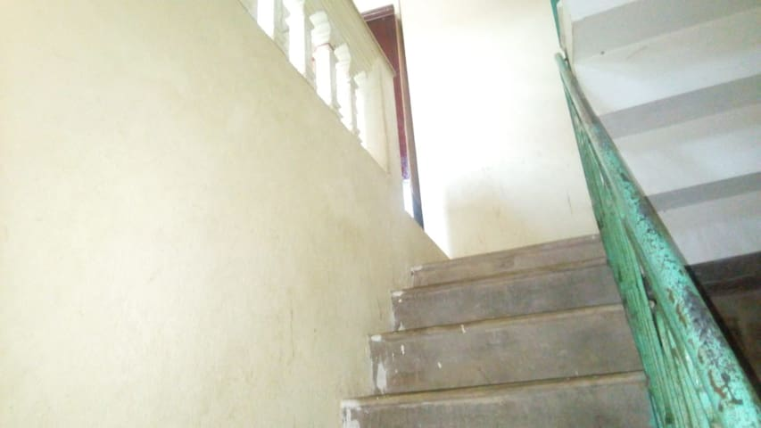 the stairs to the open bedroom