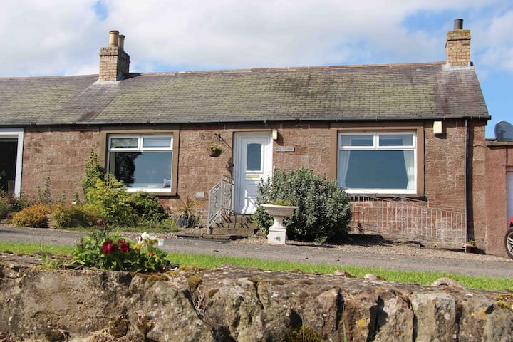 Beautiful Home 5 Miles to Arbroath-Munro Cottage