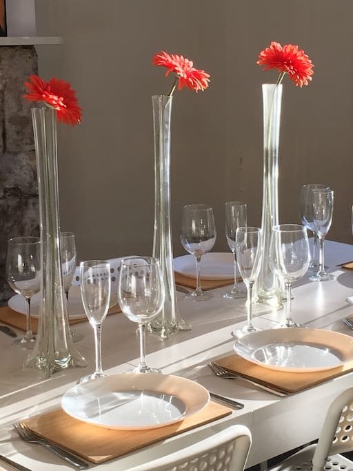 Crockery, cutlery and glasses