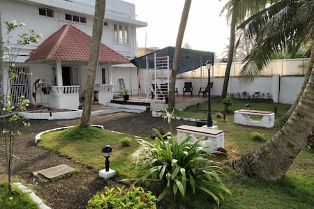 Waterfront Villa with Comfort and Convinience