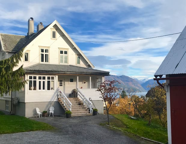 Villa Lovise, Fjord View Apartment