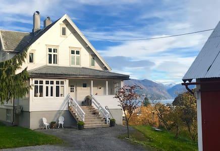 Villa Lovise, Fjord View Apartment