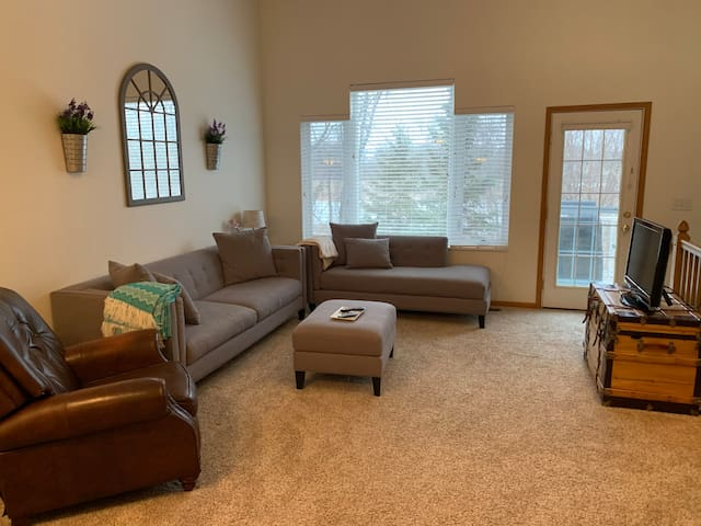 Spacious 2BD Townhouse with cable